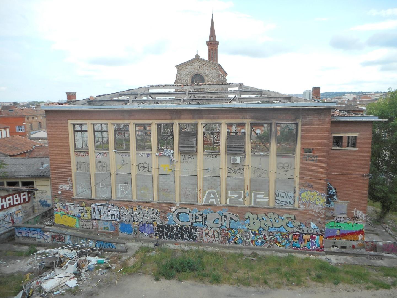 Désamiantage de l'ancienne faculté des sciences, rue des 36 Ponts à Toulouse (31)